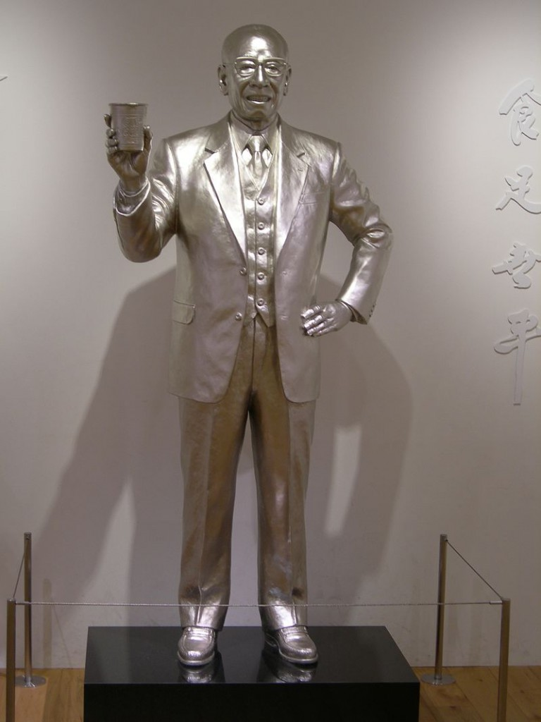 Silver_statue_of_Momofuku_Ando_20120315